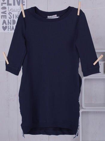 Granatowa sukienka dla dziewczynki z ozdobną taśmą