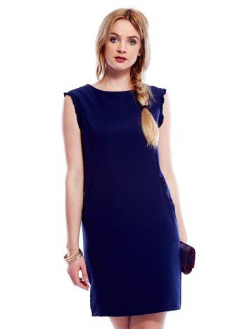 Granatowa sukienka z drobnymi falbankami