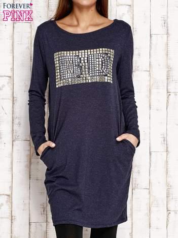 Granatowa sukienka z dżetami
