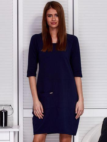 Granatowa sukienka z kieszenią