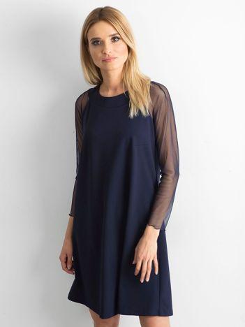 Granatowa sukienka z wiązaniem na plecach