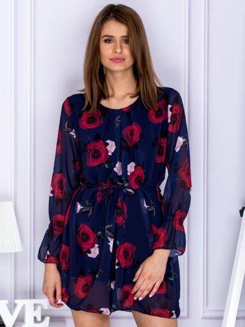 Granatowa szyfonowa sukienka w róże