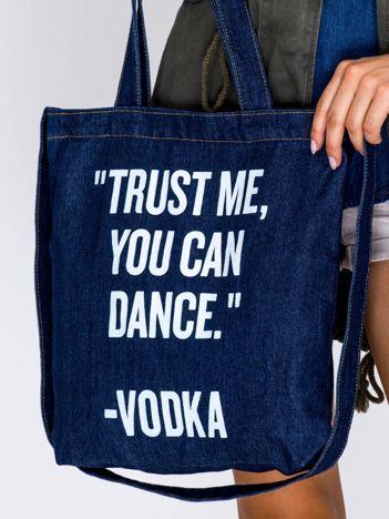 Granatowa torba dżinsowa TRUST ME YOU CAN DANCE VODKA