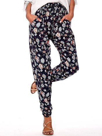 Granatowe kwiatowe spodnie