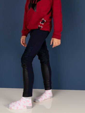 Granatowe legginsy dla dziewczynki z wstawkami