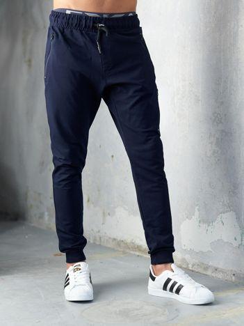 Granatowe spodnie dresowe męskie slim fit