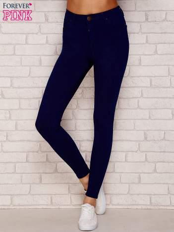Granatowe spodnie rurki