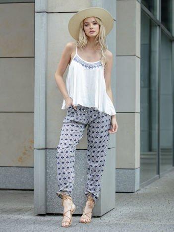 Granatowe wzorzyste spodnie