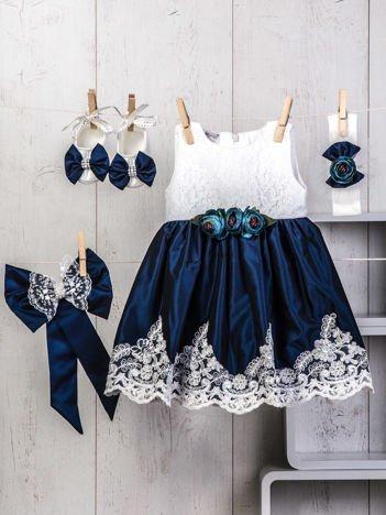 Granatowo-biały 4-elementowy niemowlęcy komplet wizytowy dla dziewczynki z koronką i perełkami