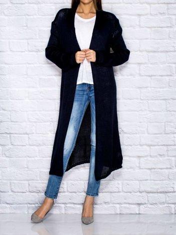 Granatowy długi wełniany sweter