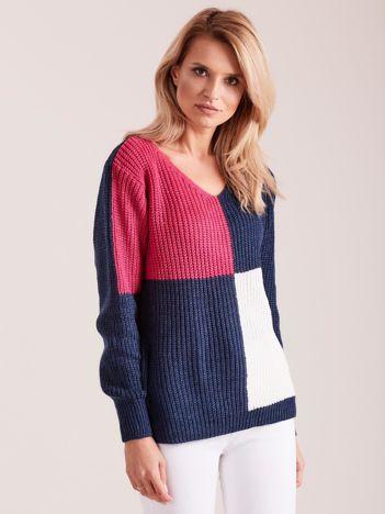 Granatowy dzianinowy sweter w kwadraty