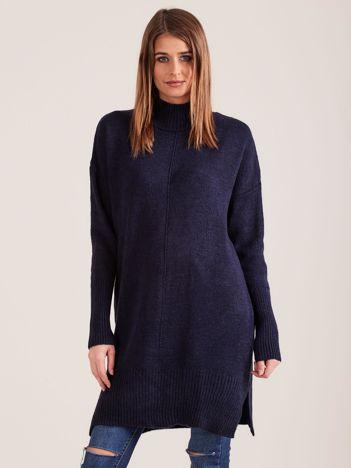 Granatowy sweter damski z golfem