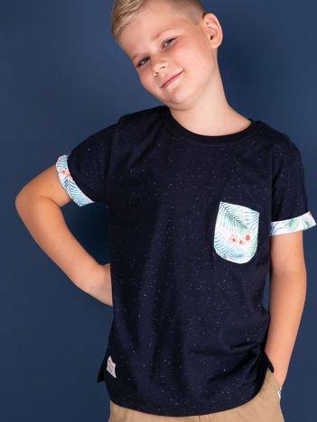 Granatowy t-shirt dla dziecka z egzotycznymi motywami