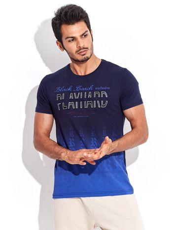 Granatowy t-shirt męski ombre z wypukłym nadrukiem tekstowym