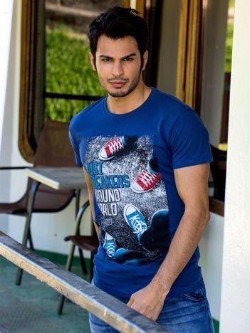 Granatowy t-shirt męski z fotograficznym printem