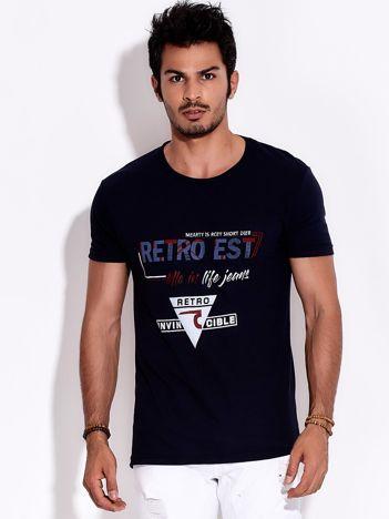 Granatowy t-shirt męski z nadrukiem napisów