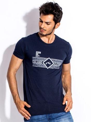 Granatowy t-shirt męski z poziomym nadrukiem
