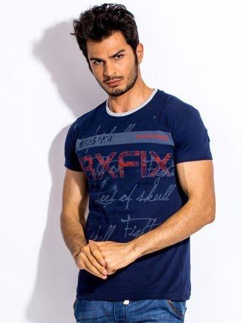 Granatowy t-shirt męski z tekstowym nadrukiem
