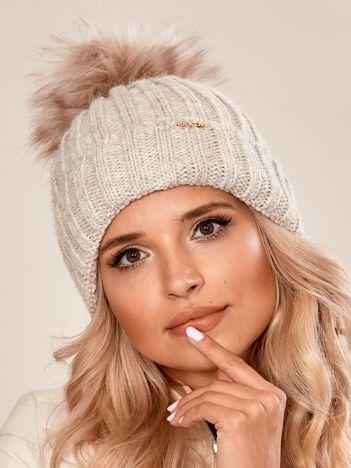 Jasnobeżowa damska czapka na zimę