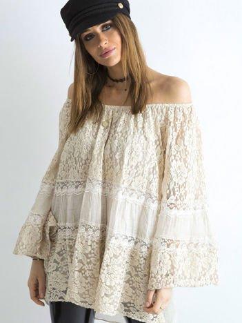 Jasnobeżowa luźna bluzka hiszpanka