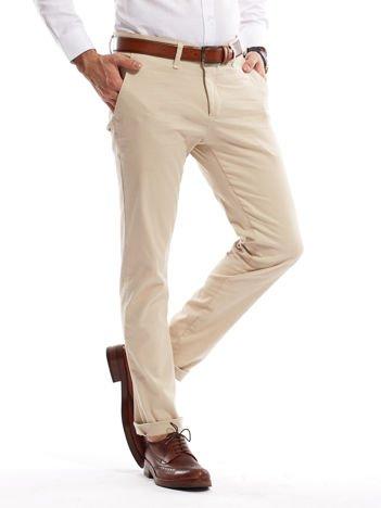 Jasnobeżowe spodnie męskie chinosy o prostym kroju