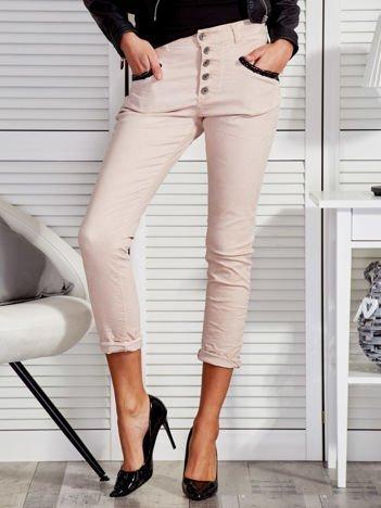 Jasnobeżowe spodnie z cekinowymi kieszeniami