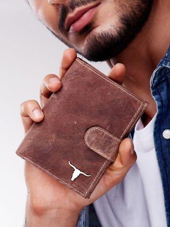 Jasnobrązowy portfel męski na zatrzask z emblematem