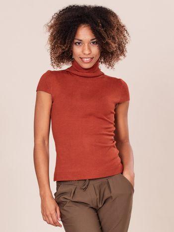 Jasnobrązowy sweter z golfem i krótkim rękawem