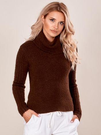 Jasnobrązowy sweter z miękkiej dzianiny