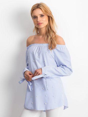 Jasnoniebieska bluzka hiszpanka z perełkami