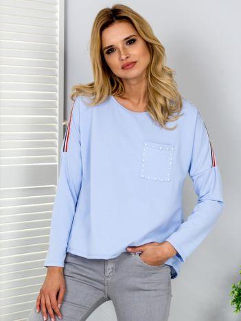 Jasnoniebieska bluzka z lampasami i perełkami
