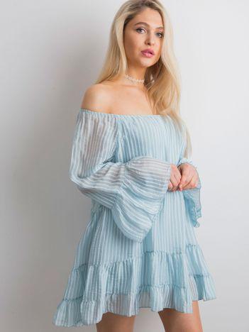 Jasnoniebieska sukienka w paski z falbaną