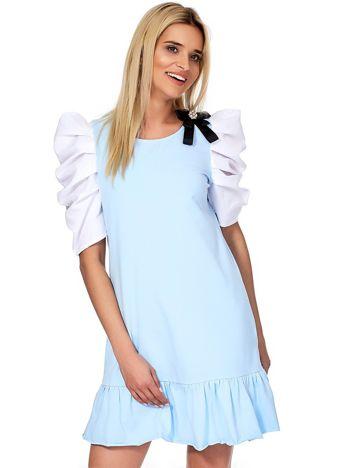 Jasnoniebieska sukienka z drapowanymi rękawami