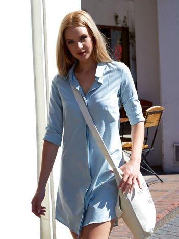 Jasnoniebieska sukienka z kołnierzykiem