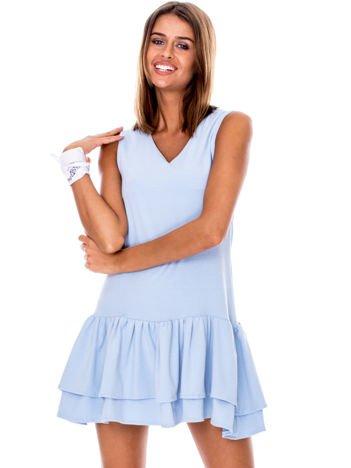 Jasnoniebieska sukienka z warstwowymi falbanami
