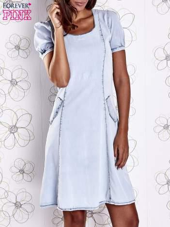 Jasnoniebieska sukienka z wycięciami na plecach