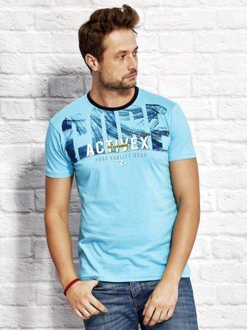 Jasnoniebieski t-shirt męski z printem
