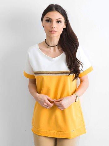 Jasnopomarańczowa bluzka z dekoltem na plecach
