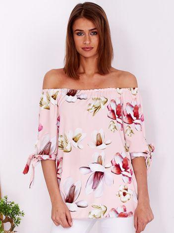 Jasnoróżowa bluzka hiszpanka w kwiatowe wzory