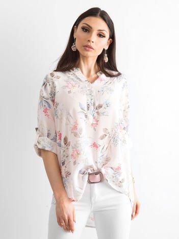 Jasnoróżowa bluzka w delikatny kwiatowy deseń