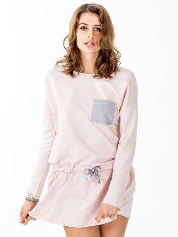 Jasnoróżowa dresowa sukienka z kieszonką