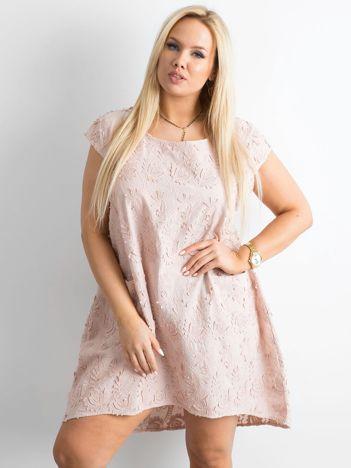 Jasnoróżowa luźna sukienka PLUS SIZE