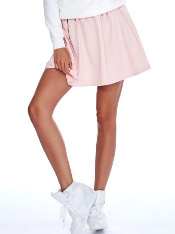 Jasnoróżowa rozkloszowana dresowa spódnica