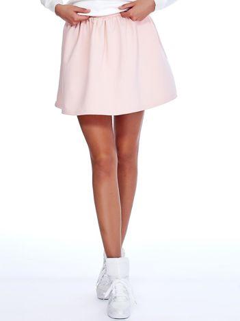 Jasnoróżowa rozkloszowana dresowa spódnica z kieszeniami