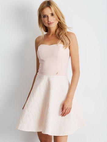 Jasnoróżowa rozkloszowana sukienka bez ramiączek