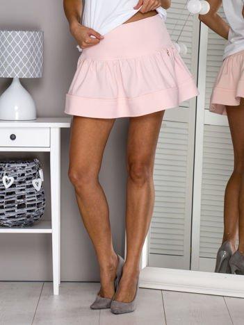 Jasnoróżowa spódnica z przypinką