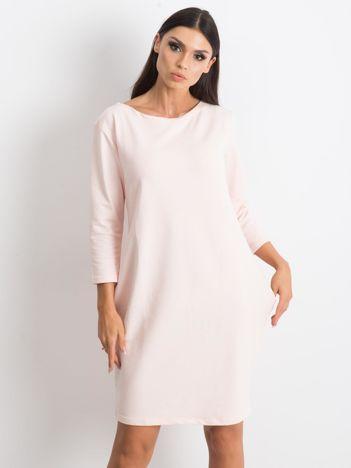 Jasnoróżowa sukienka Distinguished
