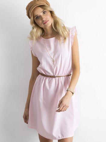 b608b42b6a Jasnoróżowa sukienka z falbanami na rękawach
