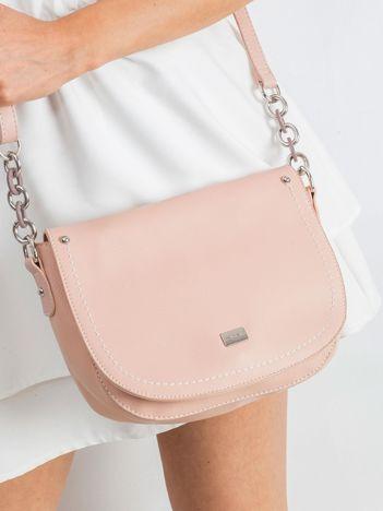 Jasnoróżowa torebka z klapką
