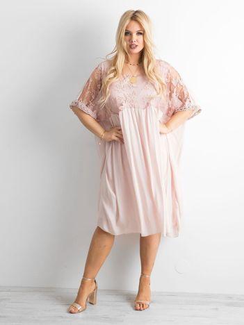 Jasnoróżowa zwiewna sukienka